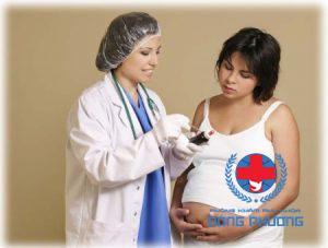 Khí hư bất thường khi mang thai phải làm sao?